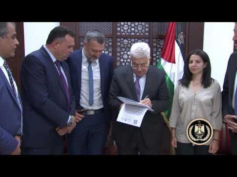 الرئيس يوقع على إعلان دعم حرية الإعلام في العالم العربي