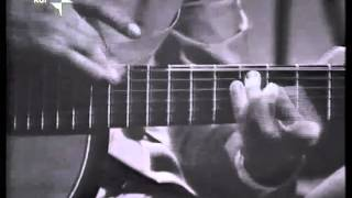 Vittorio Camardese playing tapping classic guitar