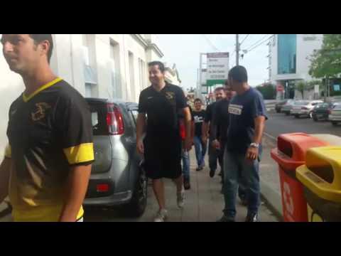 Vídeo Família de motocilista pede justiça para jovem que foi atropelada por ônibus em São Carlos
