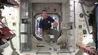 ลูกเรือบนสถานีอวกาศนานาชาติโชว์ลีลาการเล่นบอล