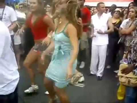 video gratis chica playa: