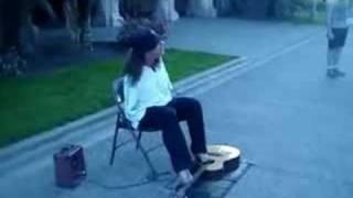 Chơi Guitar bằng chân