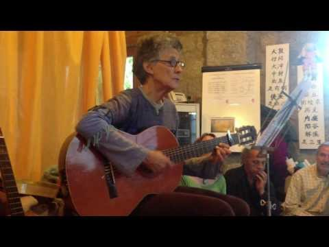 Miniatura del vídeo Sigamos por el Camino , Versión del tema de Vainica Doble, interpretado por Alicia Garayzábal Enjuto