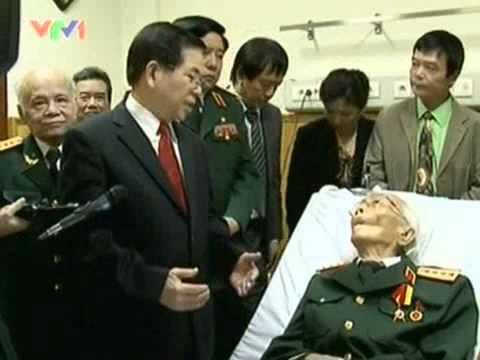Video  Tới thăm Đại tướng Võ Nguyên Giáp   Tin tức trong ngày   Tin video