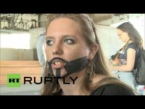 Russia: Muscovites defy rally ban with gay rights protest