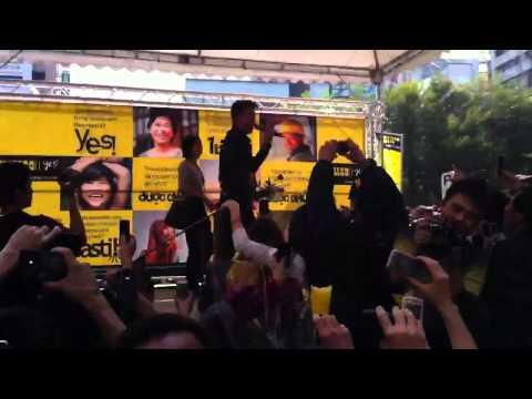 Đàm Vĩnh Hưng phải dừng bieu dien vi  khán giả quá khích o Đài Loan