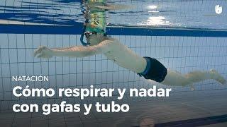 Cómo respirar y nadar con gafas y tubo de buceo