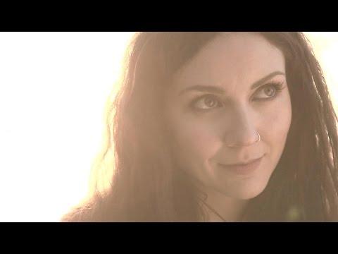 Смотреть клип Maroon 5 - Runaway