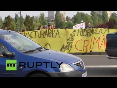 Romania: Anti-fracking protesters pounce on EC energy summit