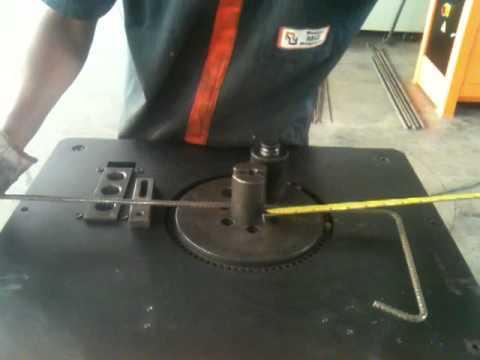 Máquina de dobrar vergalhão  BT24