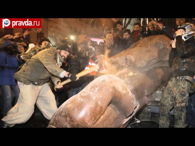 Ukrainians take Lenin down