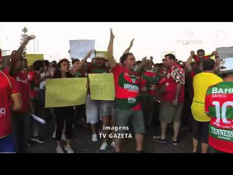 Torcedores da Portuguesa protestam contra possível rebaixamento do time no Brasileirão -
