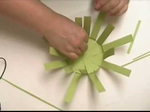 how to make a basket with construction paper