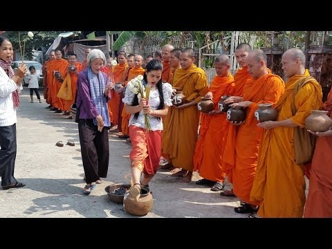 Land Communities Hold Religious Ceremony for Khmer New Year and for 21 Detainees