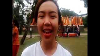 Aksi Cheerleader Salto di Udara di Alun-alun Malang
