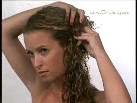 תסרוקת צד לשיער מתולתל