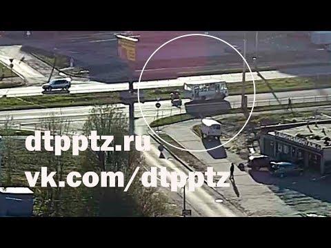 На Лесном проспекте произошло ДТП с участием маршрутного автобуса и мотоциклиста