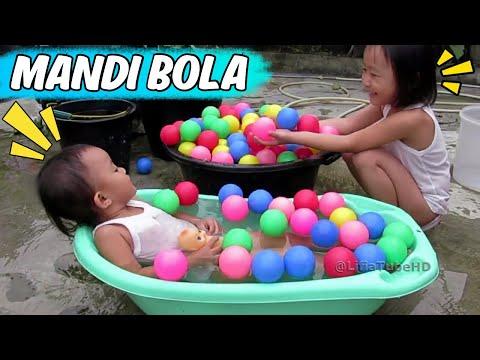 Mainan anak anak - Asiknya Bermain Air dan Mandi Bola @LifiaTubeHD
