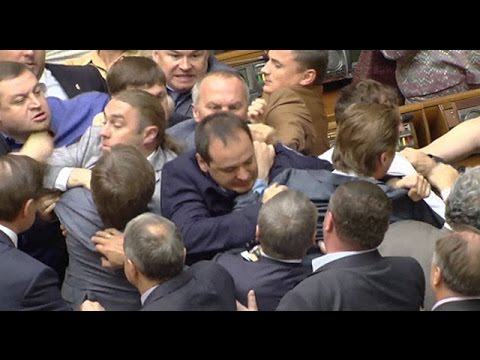 Parliamentary brawl breaks out in Ukraine as ministers discuss MH17 Russia