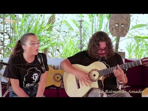 Raimundo Amador y Toñi Amador con guitarra Mod.