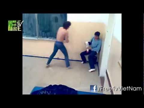Choáng với màn đánh nhau của học sinh như phim võ thuật :P