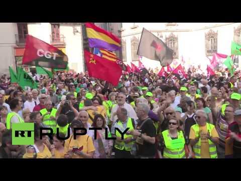 Spain: Thousands