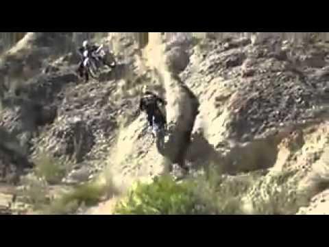 Acrobacias y saltos en moto de cross