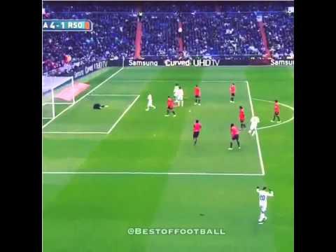 Pha cứa lòng hoàn hảo của Benzema
