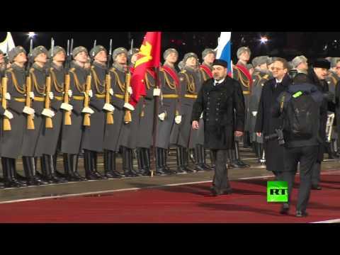 لحظة وصول الملك محمد السادس إلى موسكو