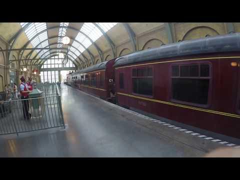 Universal Studios Hogwarts Express in Hogsmeade Station