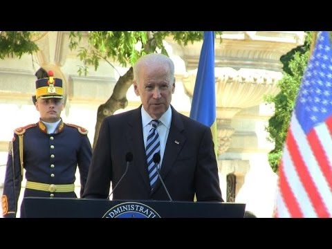 Biden warns Russia not to undermine Ukraine polls