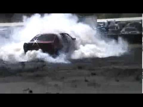 139  JOE DRT V6 Commodore Vs FA57VN V8 Commodore At Burnout Warriors 1 12 2013