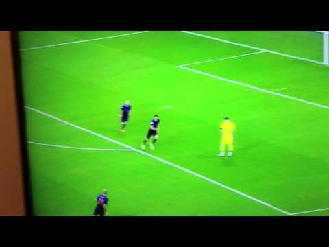 Robin Van Persie Goal - Iker Casillas HUGE Mistake Spain vs
