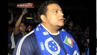 Hug�o assiste a estreia do Cruzeiro ao lado dos torcedores em Belo Horizonte