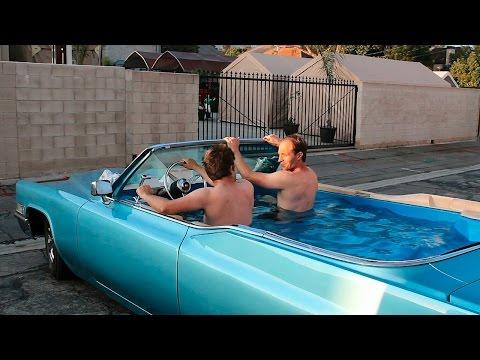 صور-فيديو: أمريكيان يحولان سيارة كاديلاك إلى حمام سباحة متنقل