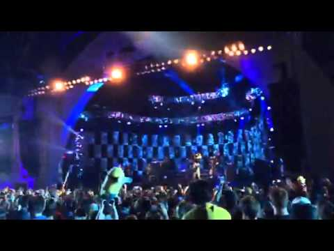 Pitbull - We are one - live at Universal studios