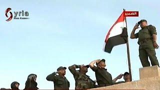 القوات الحكومية ترفع العلم الس...