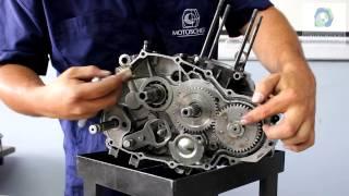 Desarmar y armar un motor 4 tiempos de motocicleta.