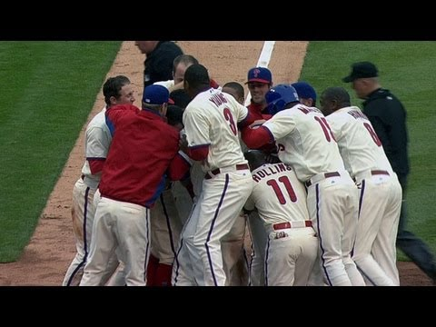 CIN@PHI: Phillies go back-to-back to win the game