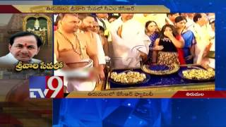 CM KCR offers Rs 5.59 crore worth gold ornaments to Lord V..
