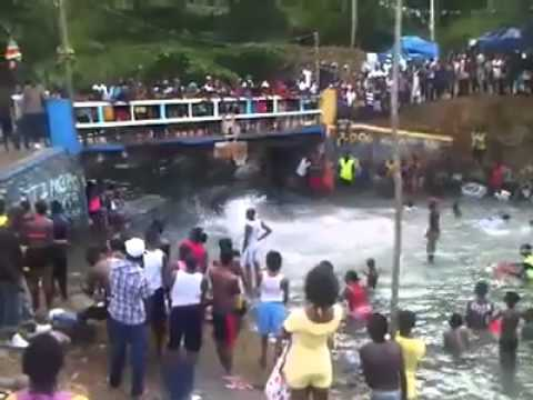 Crazy dance in Portland Jamaica (river diving)