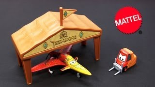 Disney planes ishani pit row gift pack diecast pitty with plane and
