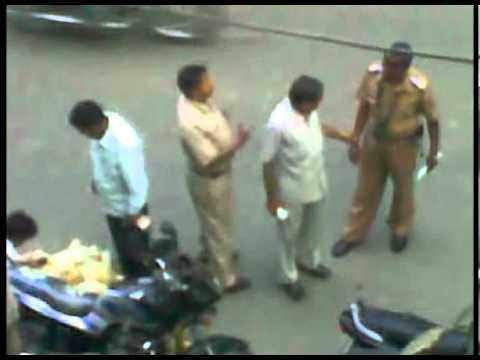 Mumbai Police Taking  Bribe