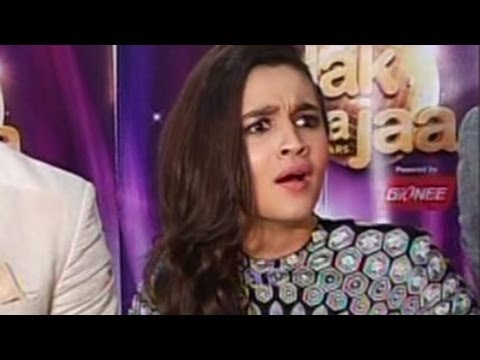 Alia Bhatt's SHOCKING REACTION on KISSING SCENES