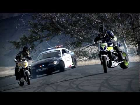 INCREDIBLE!!!!!!!!!!!! Police chase bikes, incredible drifting  HD