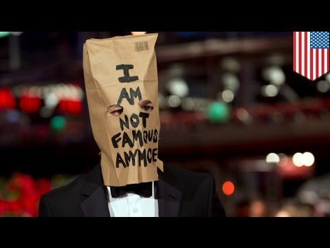 Shia LaBeouf paper bag: actor wears grocery bag to Nymphomaniac premiere