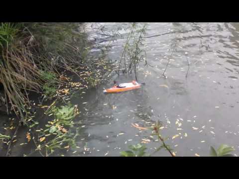 Khi con gai chơi đua thuyền