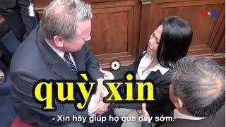 Cận cảnh chị gái Nguyễn Hữu Tấn quỳ xin dân biểu Hoa Kỳ giúp vì gia đình đang bị công an 'doạ giết'