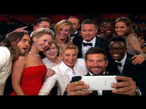 Ellen DeGeneres Group SELFIE at Oscars 2014 with Jennifer Lawrence, Brad Pitt, Meryl Streep