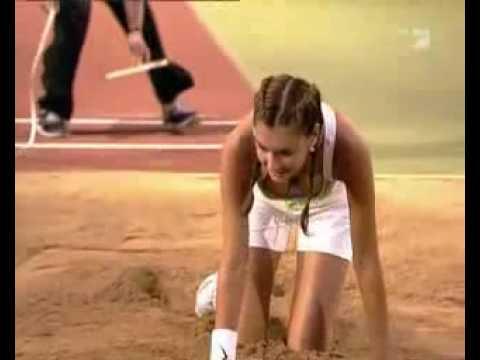 巴西正妹跳遠,我真想走前幫她一把